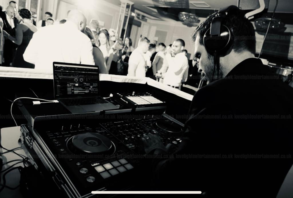 Wedding DJ Hire Down Hall DJ, Swynford Manor DJ, Blake Hall DJ, DJ in Essex, DJ in Cambridgeshire,DJ in Hertfordshire, London DJ, Kent DJ, Berkshire, Buckinghamshire